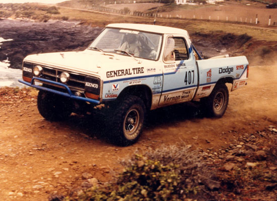 dodge bluewht2 donahoe Dodge Desert Off Road Race Trucks