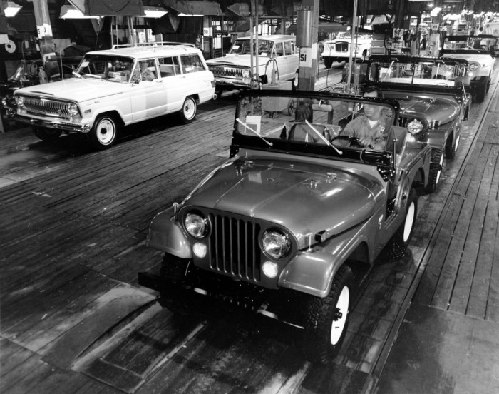 jeep vintage factory pictures advertising archive pirate4x4 com 4x4 and off road forum. Black Bedroom Furniture Sets. Home Design Ideas