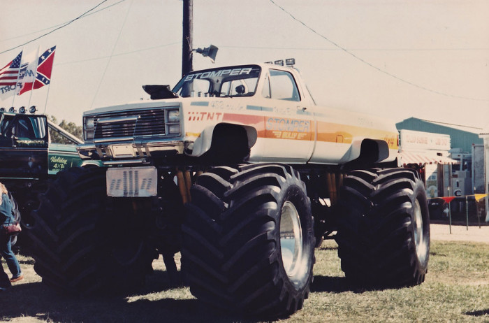 stomper_monster_truck_off_road_action