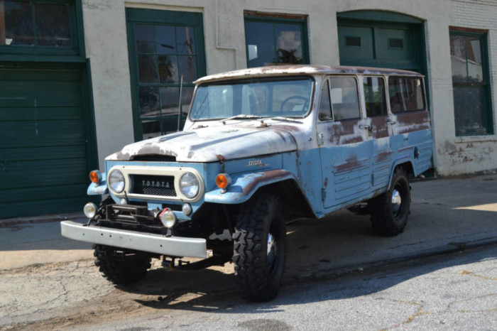 1963-Toyota-FJ45LV-off-road-action-1