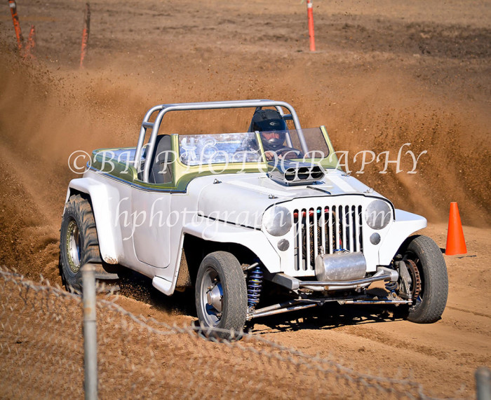 2013-turkey-shootout-at-the-speedway-off-road-action-nov_01