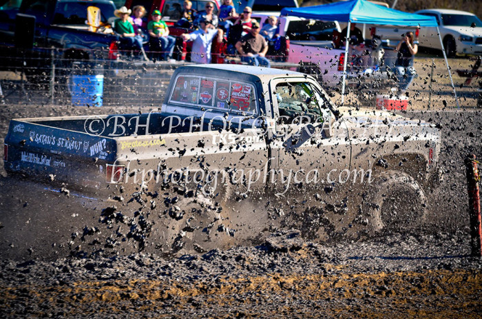 2013-turkey-shootout-at-the-speedway-off-road-action-nov_02