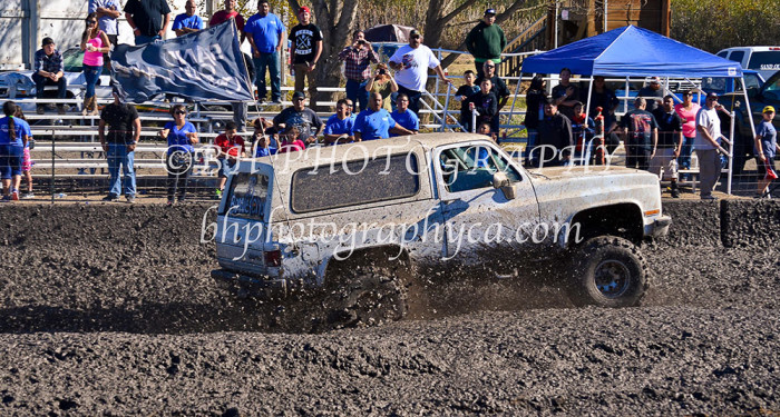 2013-turkey-shootout-at-the-speedway-off-road-action-nov_03
