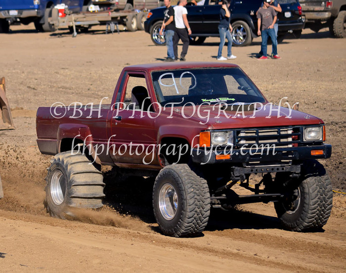 2013-turkey-shootout-at-the-speedway-off-road-action-nov_05