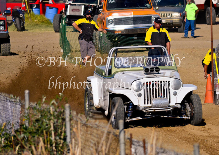 2013-turkey-shootout-at-the-speedway-off-road-action-nov_06