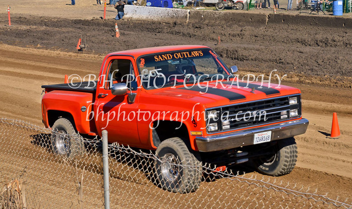 2013-turkey-shootout-at-the-speedway-off-road-action-nov_07