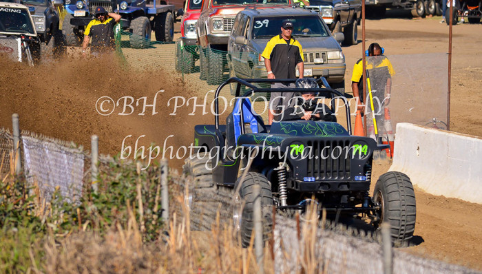 2013-turkey-shootout-at-the-speedway-off-road-action-nov_09