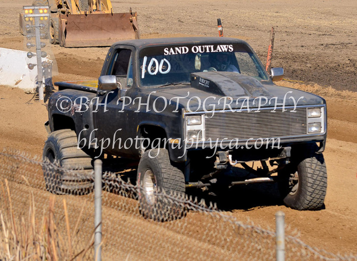 2013-turkey-shootout-at-the-speedway-off-road-action-nov_13