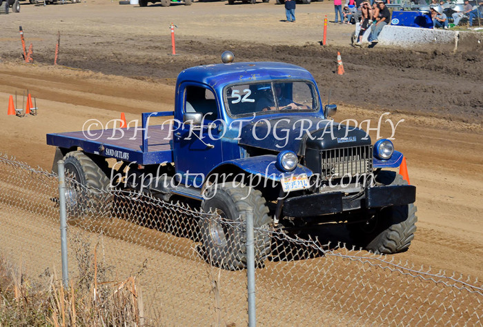 2013-turkey-shootout-at-the-speedway-off-road-action-nov_14