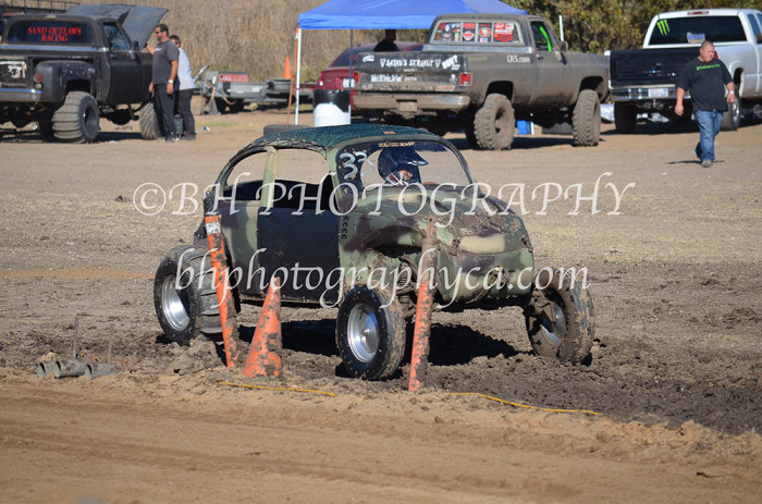 2013-turkey-shootout-at-the-speedway-off-road-action-nov_20