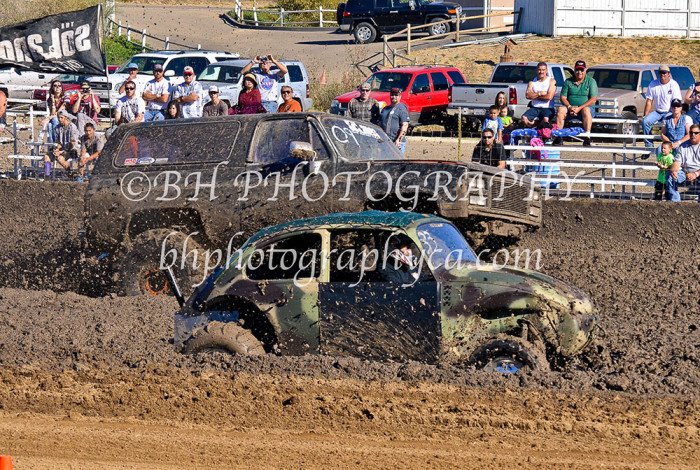 2013-turkey-shootout-at-the-speedway-off-road-action-nov_21