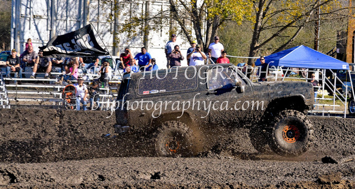 2013-turkey-shootout-at-the-speedway-off-road-action-nov_22