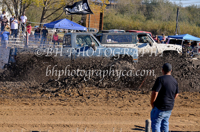 2013-turkey-shootout-at-the-speedway-off-road-action-nov_26
