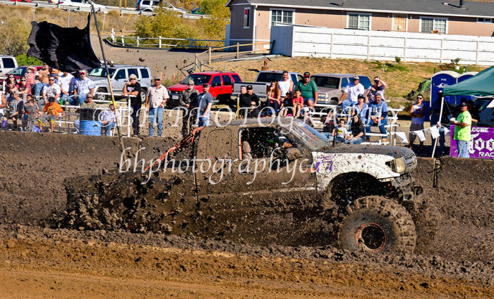 2013-turkey-shootout-at-the-speedway-off-road-action-nov_27