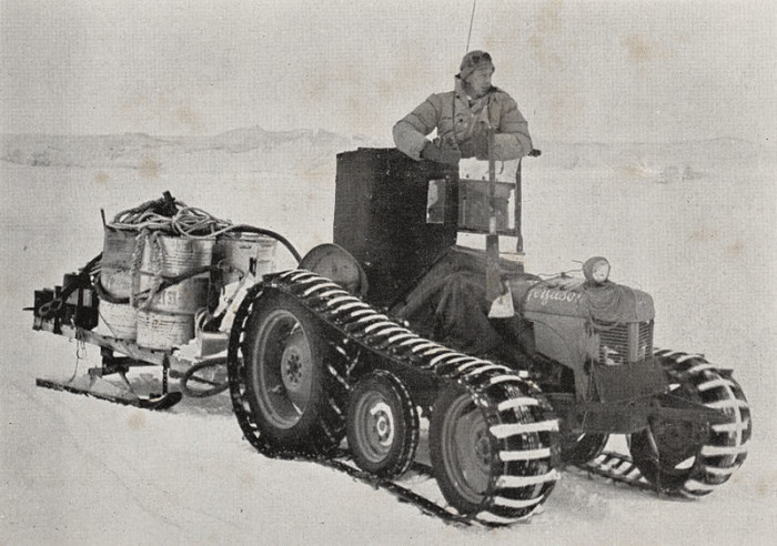 800px-A_tractor_towing_a_load_of_tractor_fuel_at_Scott_Base_during_the_Commonwealth_Trans-Antarctic_Expedition,_1957