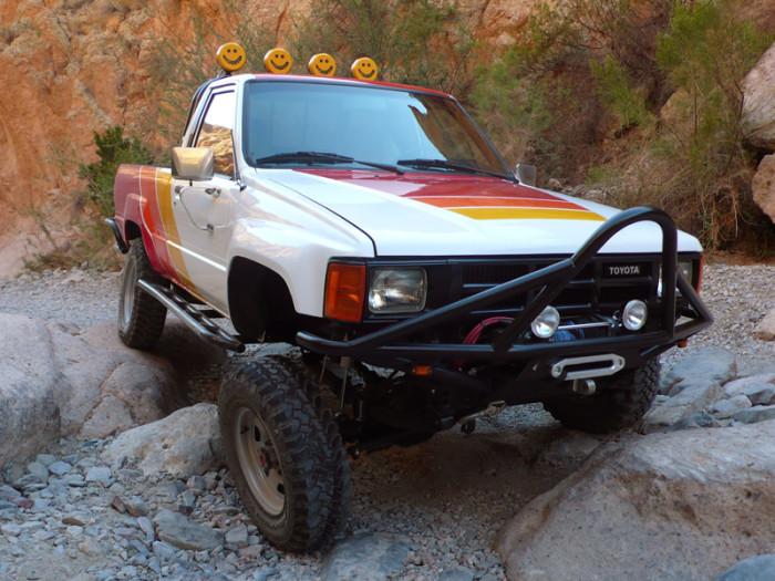 1984_restored_toyota_4wd_truck_01