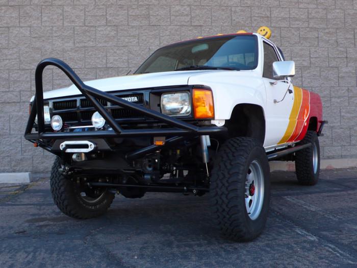 1984_restored_toyota_4wd_truck_08
