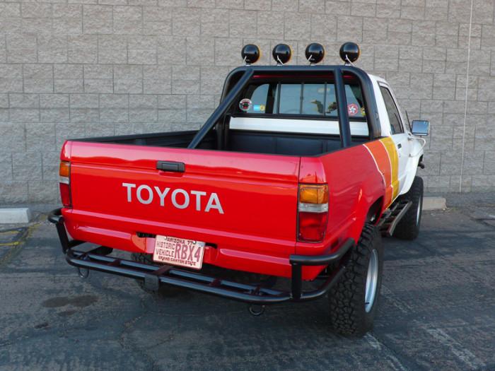 1984_restored_toyota_4wd_truck_09