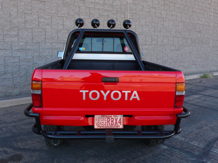 1984_restored_toyota_4wd_truck_11