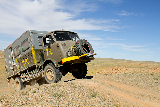 steyr_680m_off_road_action_1