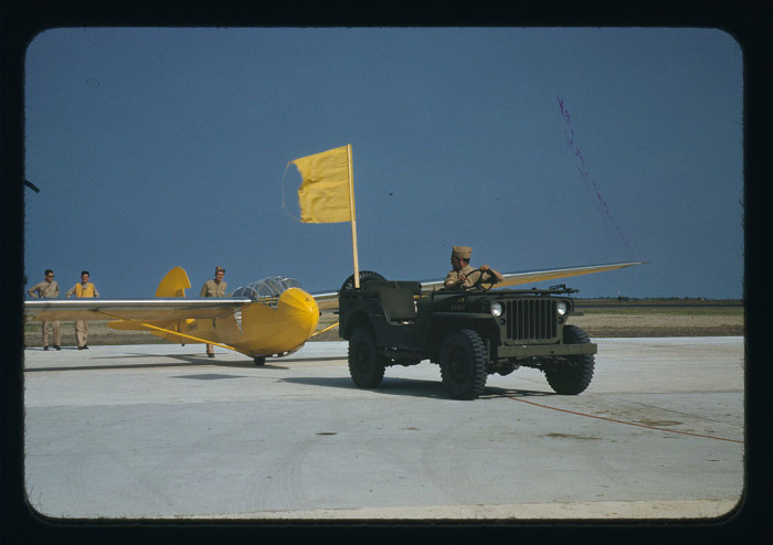 1942_willys_glider_off_road_action