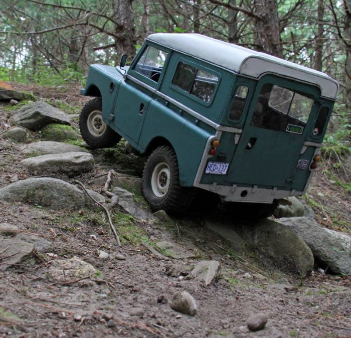 series_iii_land_rover_headquake_off_road_action_02