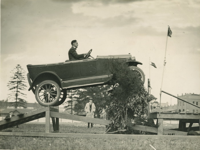 1920s_willys_overland_jumping_1