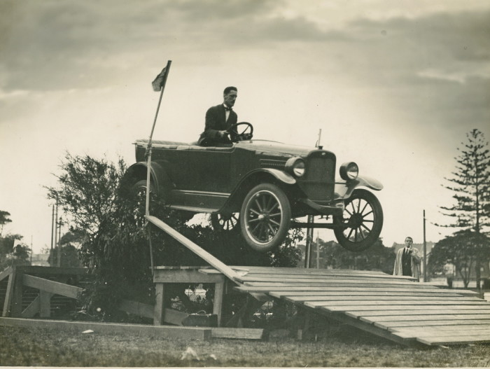 1920s_willys_overland_jumping_2