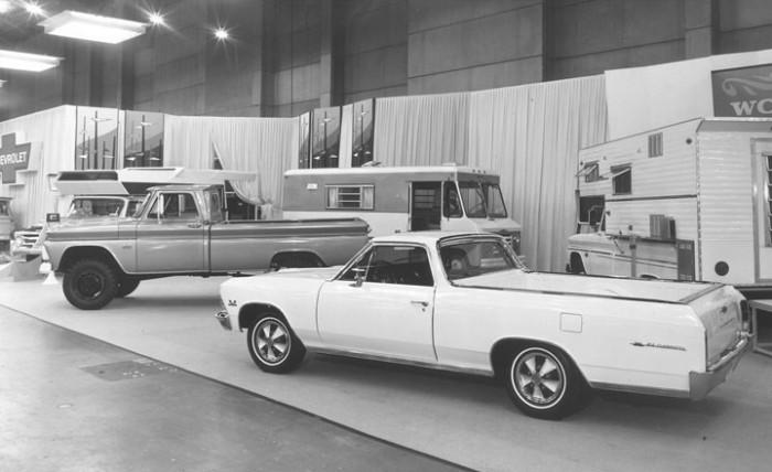 1966_Chicago_Auto_Show_chevy