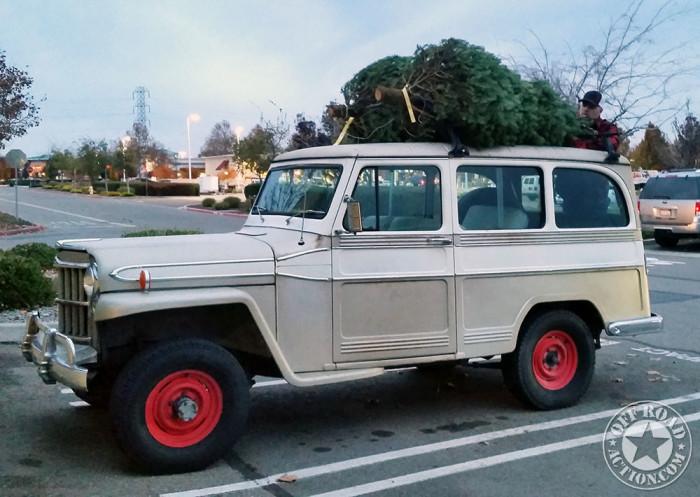 1962_willys_wagon_christmas_tree-3