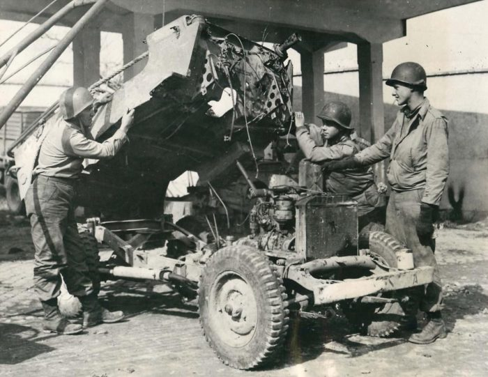 from-the-archives-188-1944-03-03-italy-fixing-jeep1